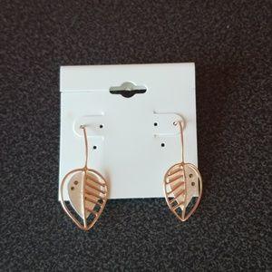 NWT Leaf earrings